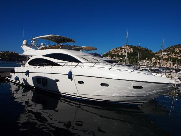 Sunseeker Manhattan 70 Moored