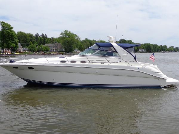 Sea Ray 370 Sundancer Exterior 1