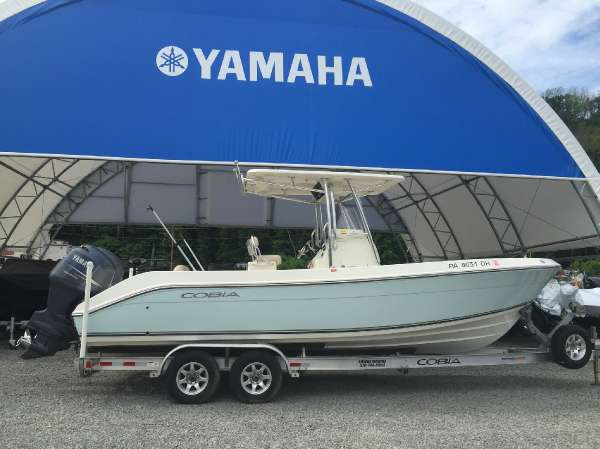 Cobia Boats 256 Center Console