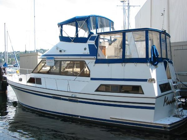 Golden Star Aft Cabin Motoryacht At the dock