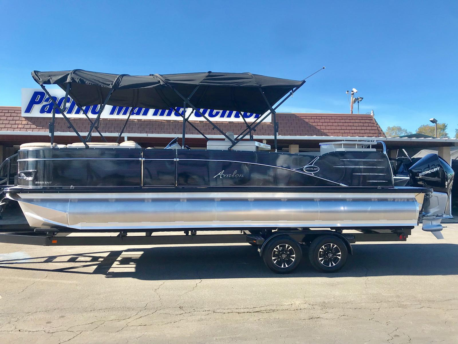 Avalon Catalina Entertainer 25' Tri-toon w/ 250 HP Verado