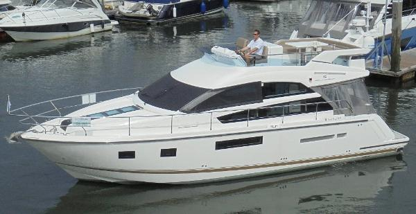 Fairline Squadron 42 Fairline Squadron 42 - On Water 1