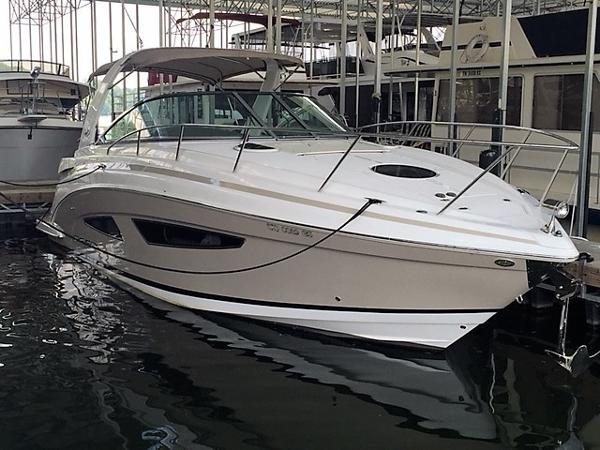 Regal 32 Express Starboard Bow