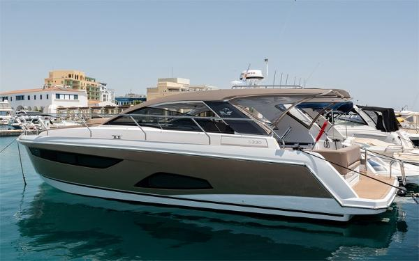 Sealine 330 Sport Coupe
