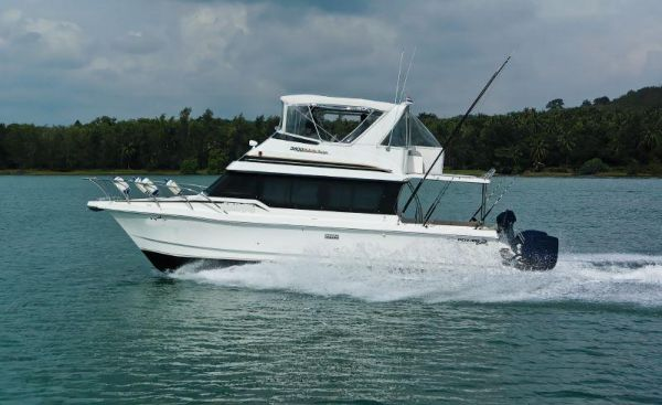 Powercat 3800 FLYBRIDGE Photo 1