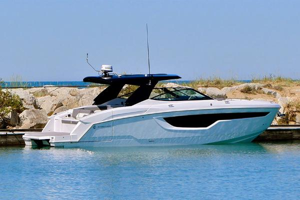 Cruisers Yachts 38 GLS I/O