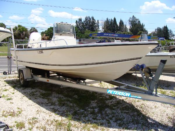 Sea King 21 Bay Boat Center Console