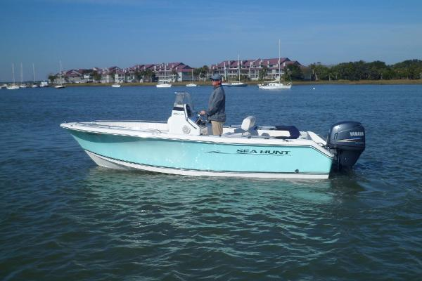 Sea Hunt 196 Triton Ultra PORT UNDERWAY