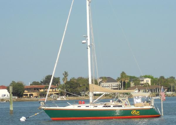 Catalina 42-3 OZ Moored Out