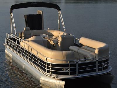 Encore Boat Builders Bentley Elite 250/253