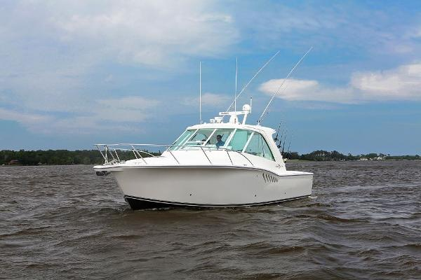 Albemarle 360 Enclosed Express Fisherman Port In Water