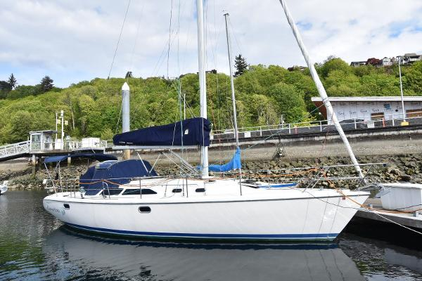 Catalina 36 MkII Stbd View