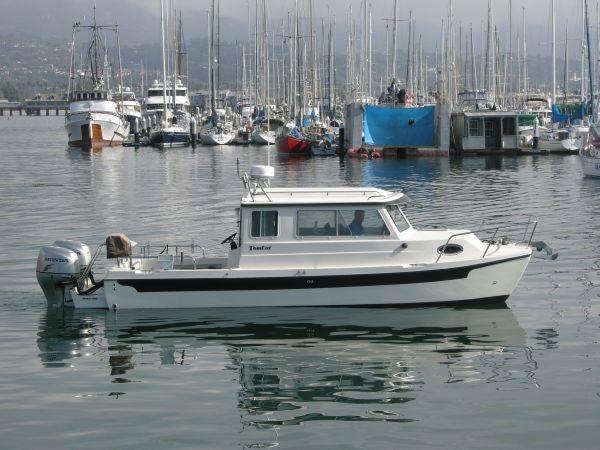 C-dory 255 TOMCAT On The Water