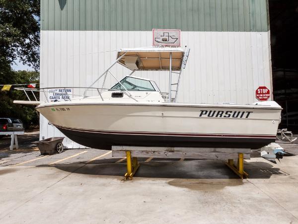 Pursuit 2200 Cuddy Cabin Starboard View