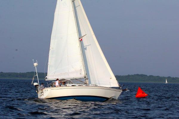 Pearson 36 Mk Ii under sail