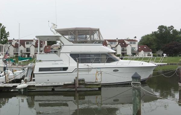 Carver 370 Aft Cabin Motoryacht Profile