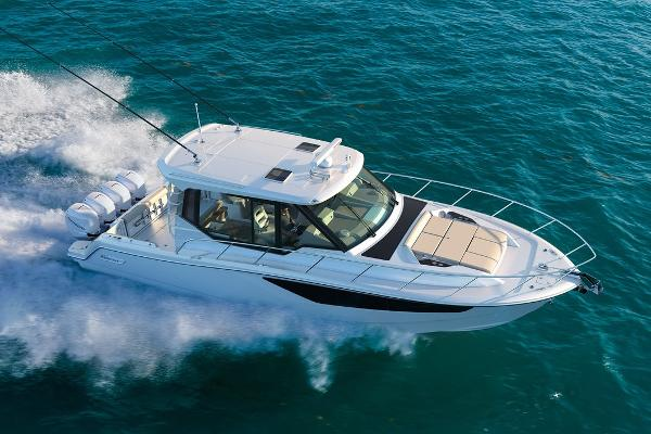 Boston Whaler 405CQ Manufacturer Provided Image