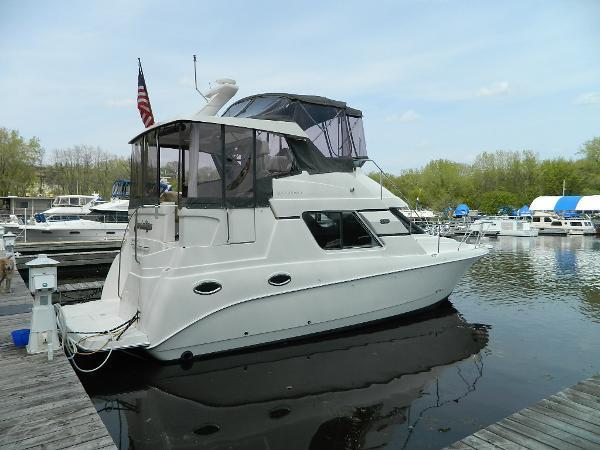 Silverton 352 Motor Yacht Profile