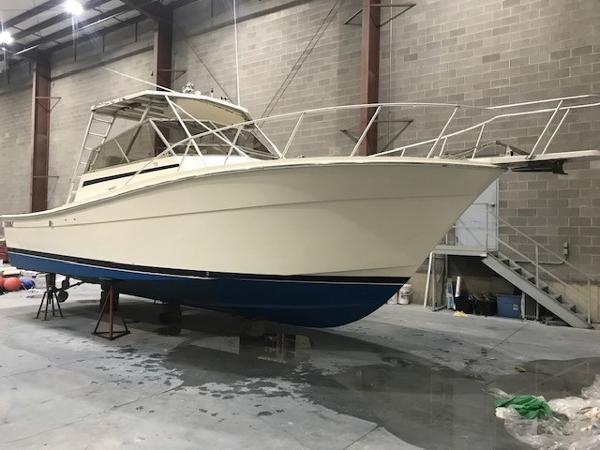 Topaz 32 Sportfisherman Starboard Bow