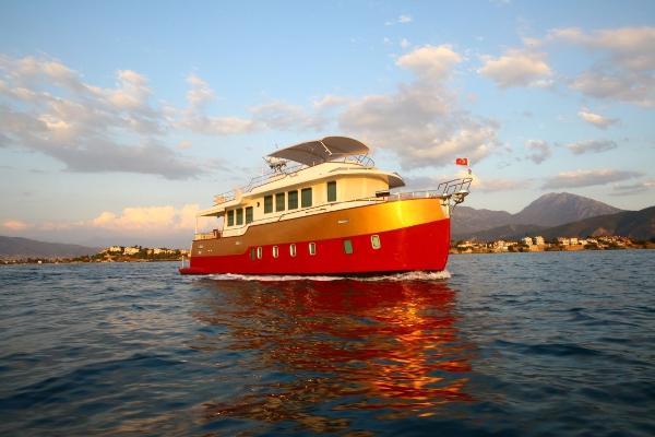 Custom Trawler 55