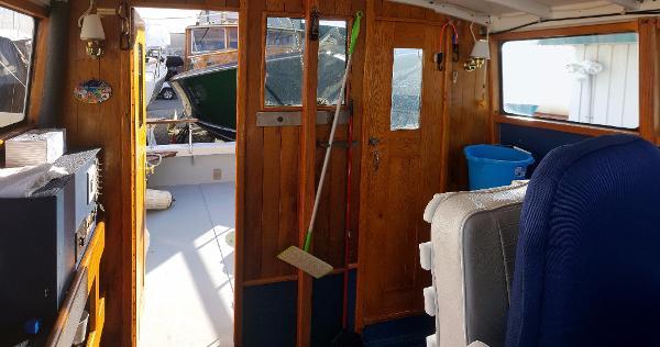 Trawler Cape Island 28
