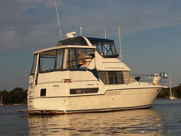 Carver 350 Aft Cabin Profile