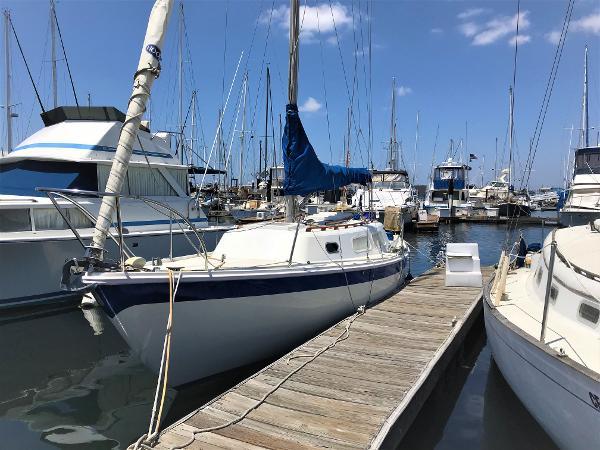 CAL 29 Port Side at dock