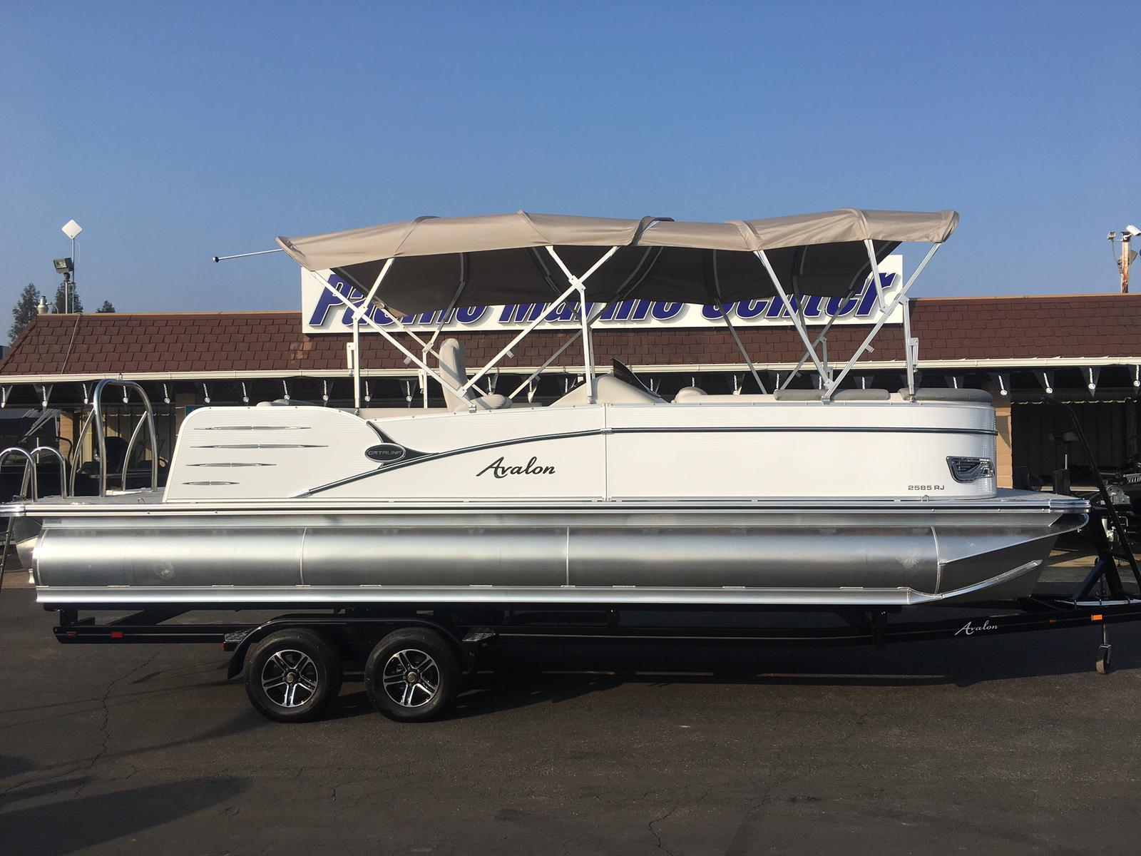 Avalon Catalina Rear J Lounge 25-Mercury 250hp