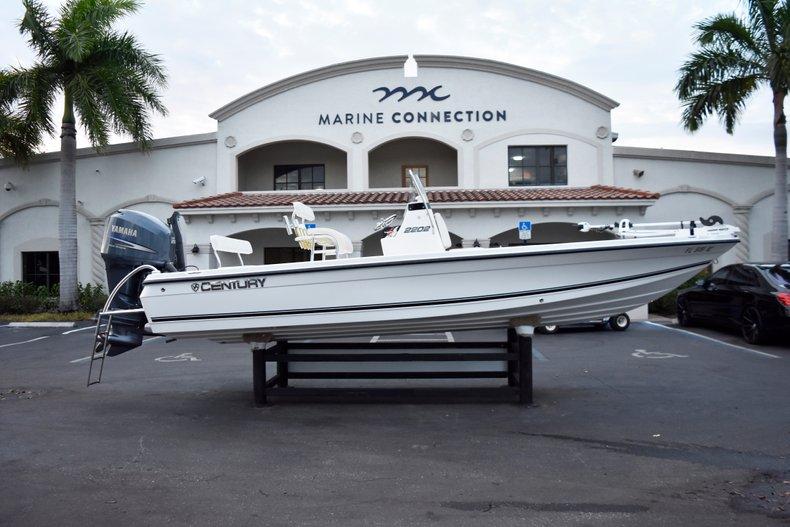 Century 2202 Bay Boat