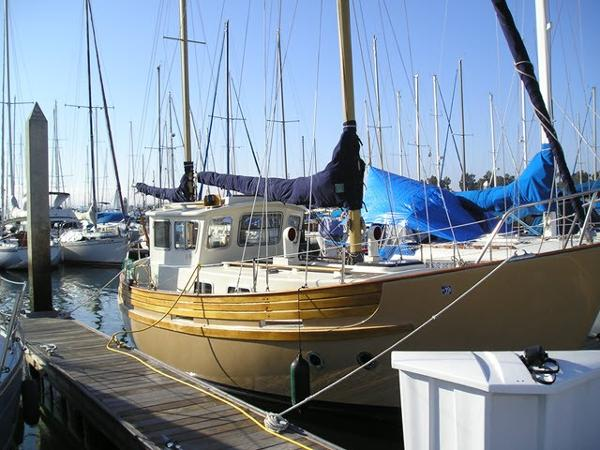 Fisher 30 MS Pilothouse Ketch Starboard view