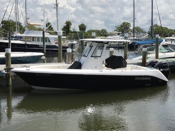 Everglades 255 Center Console Port Side Profile