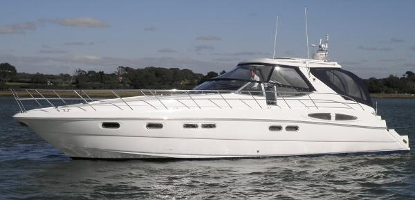 Sealine S48 Sealine S48 - On the water 1