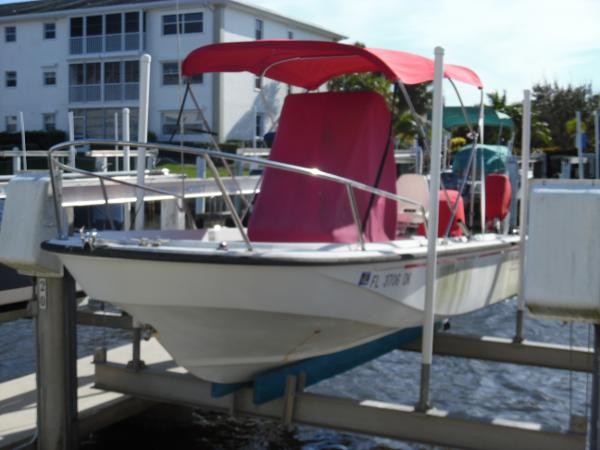 Boston Whaler 190 Outrage On Lift Port Side