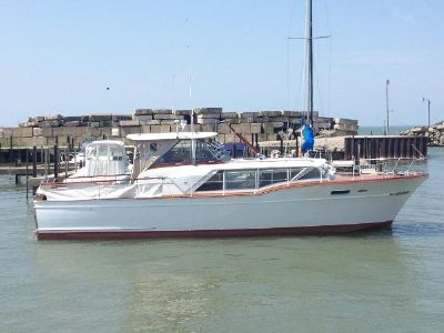 Chris-Craft 36 Constellation HT Exp Starboard Profile