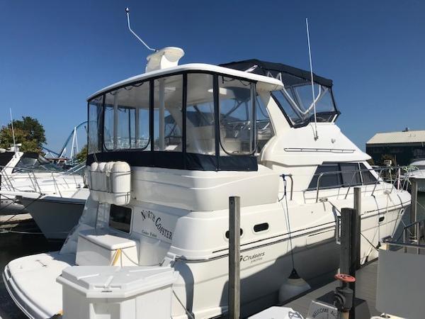 Cruisers Yachts 3750 Motoryacht Starboard Stern