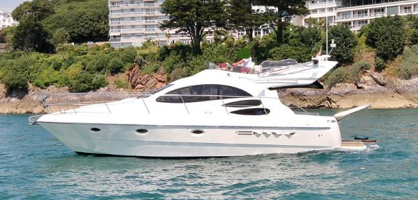 Azimut 39 FLY EVOLUTION Approved boat