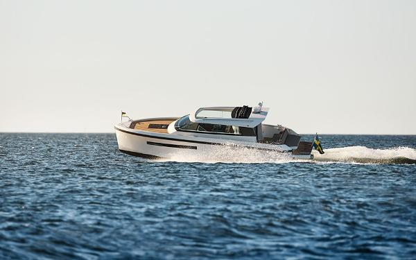 Delta Powerboats 33 CE Coupe