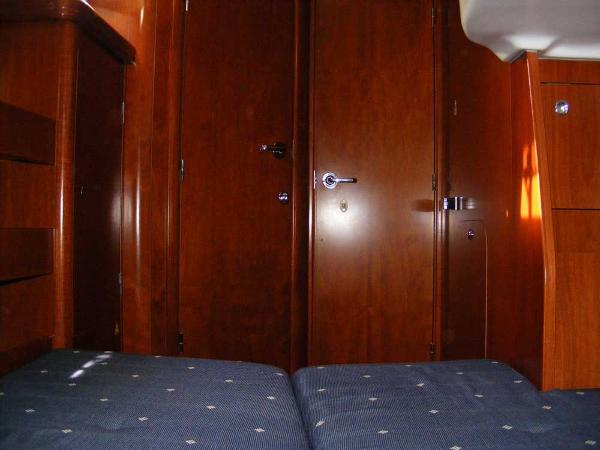 Portside aft cabin showing private access to main heads compartment
