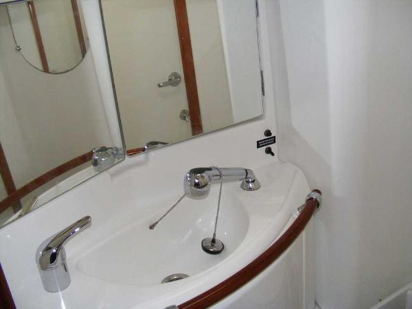 Main heads compartment basin/ showerhead