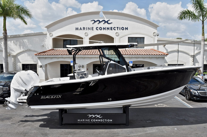 Blackfin 272CC Center Console