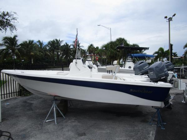 Nautic Star 1810 Bay