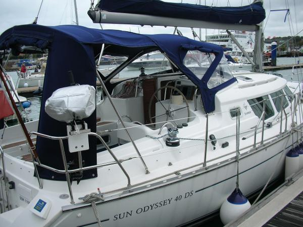 Jeanneau Sun Odyssey 40 DS Cockpit - Tent up