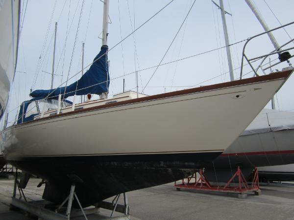 Tartan 34 Starboard side forward