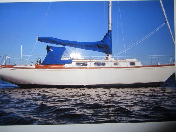 Tartan 34 Starboard side amidships