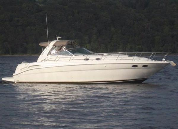 Sea Ray 380 Sundancer Cruising