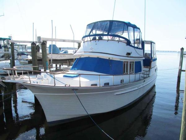 Albin 43 Sundeck-Bow and Stern Thruster Profile