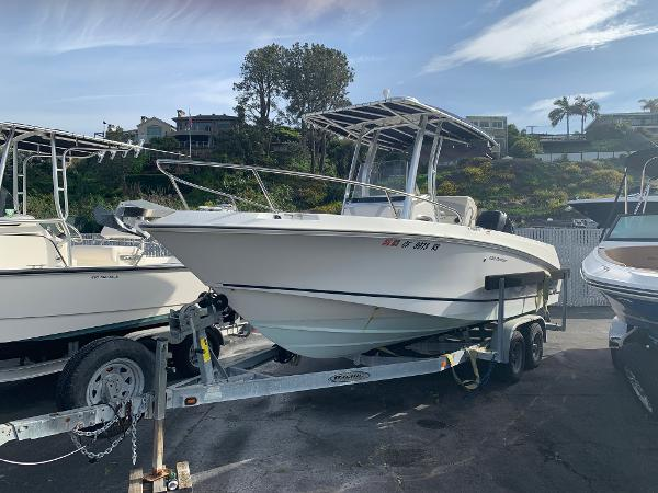 Boston Whaler 220 Outrage