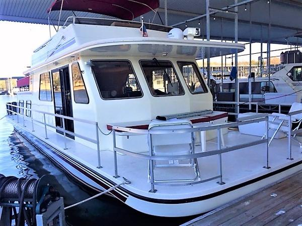 Gibson 50 Cabin Yacht Starboard Bow