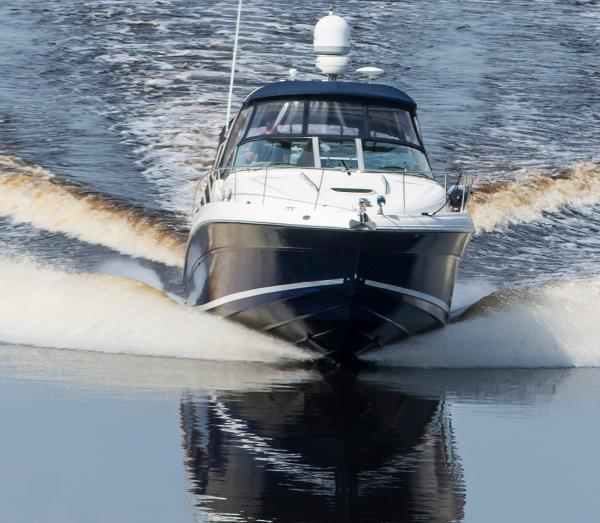 Sea Ray 340 Sundancer Underway