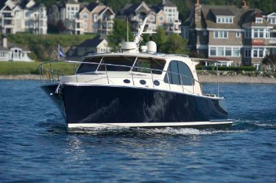 Palm Beach Motor Yachts PB42 Bow